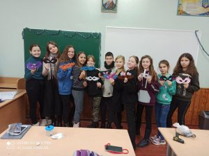 Виготовлення Новорічної карнавальної маски учнями 6-А класу